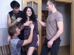Muff-fucking in simmultaneous manner makes whores cum